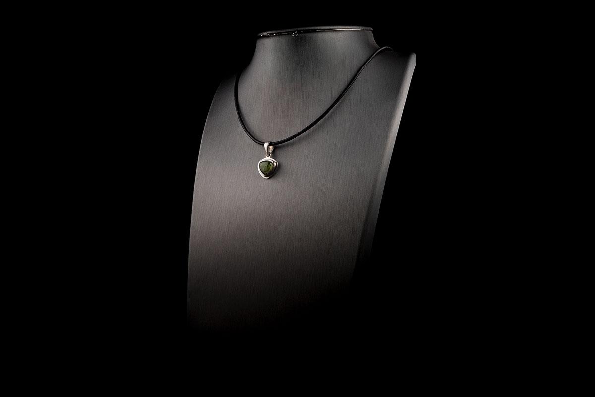 mold-pendant-2-3-iii