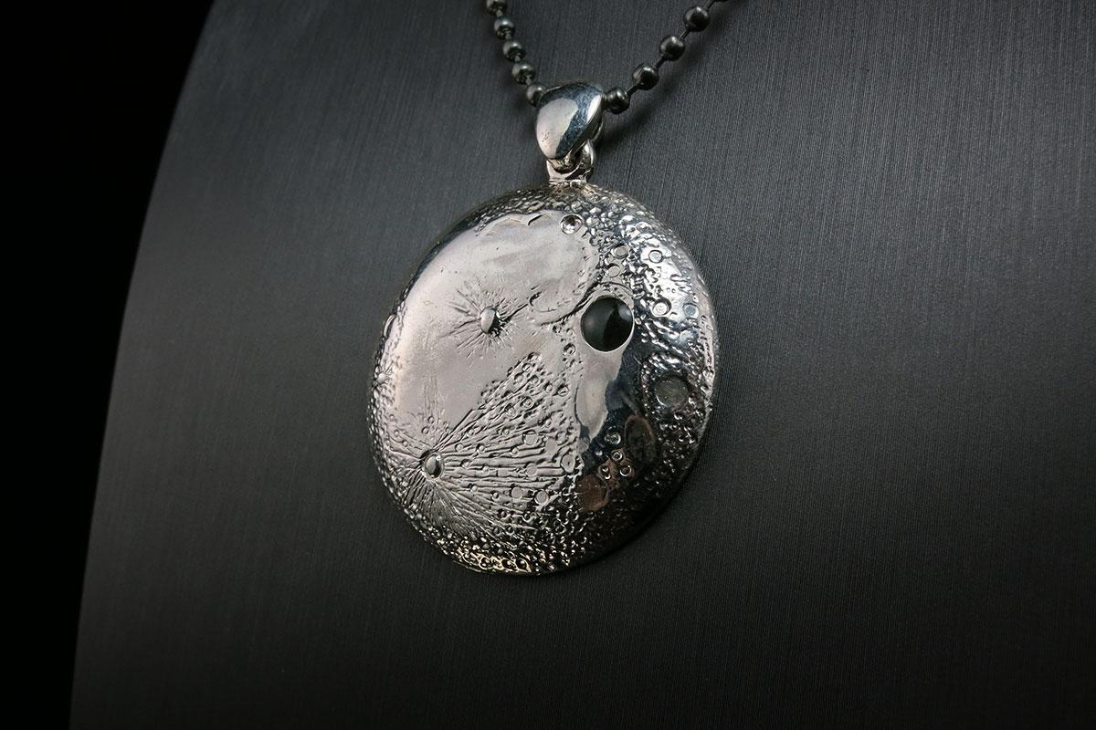 silver-moon-pendant-i