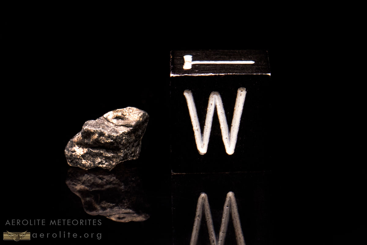 lunar-astronaut-fragment-box-iii